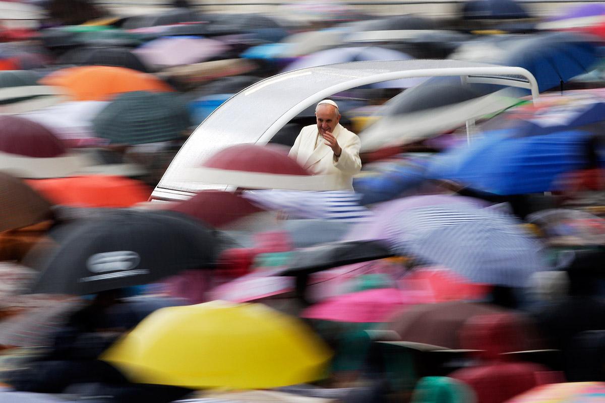 pope-umbrellas